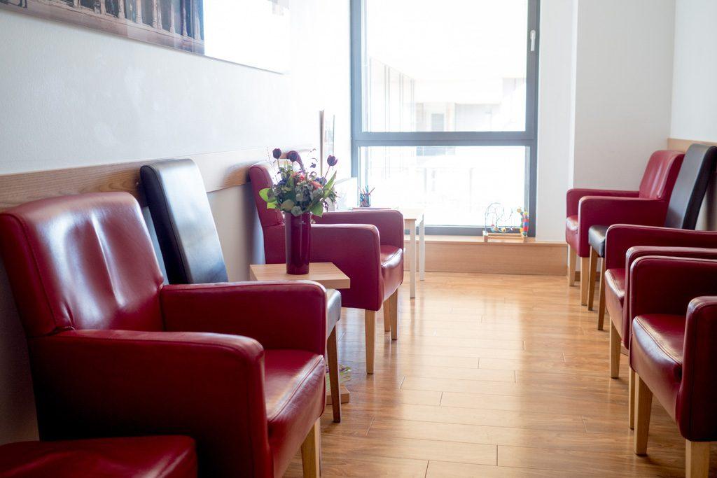 Informationen zu Behandlung akuter Notfälle und Wartezeiten